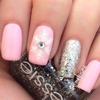 1000+ ideas about Snowflake Nail Design on Pinterest ...