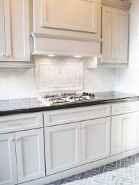 This striking marble backsplash pairs well with these ...