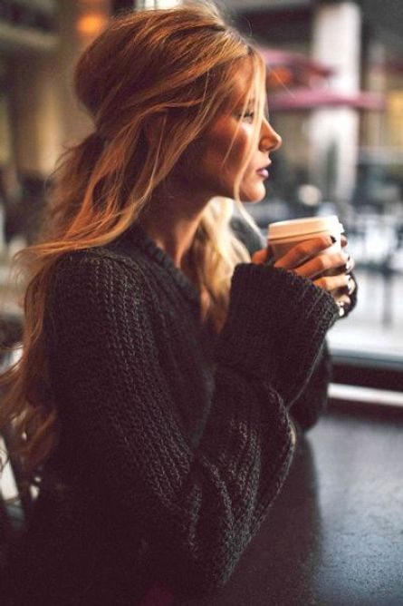 Style Inspiration | Half-Up Hair With Subtle Highlights. Perfect for the coffee shop! [via: http://www.tendances-de-mode.com/breves]: