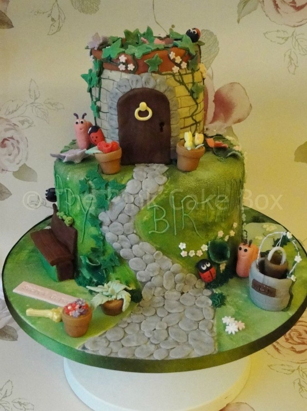 Cute Cupcake Wallpaper 94 Best Images About Bug Cakes On Pinterest