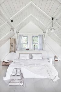 Best 25+ Slanted ceiling bedroom ideas on Pinterest ...