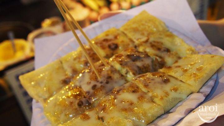 Banana Prata Roti Gluay Eating in Siam and Pratunam
