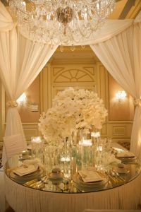 white and gold luxurious table setting | White + Gold ...