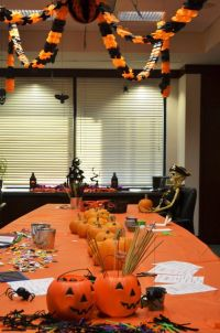 25 Awesome Office Halloween Decorating Themes