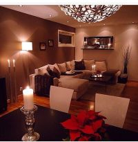 Really nice livingroom wall colour, very warm & cozy ...