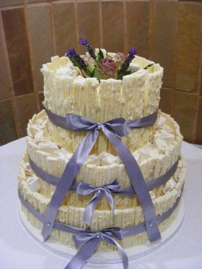 1000+ ideas about Grey Wedding Cakes on Pinterest ...
