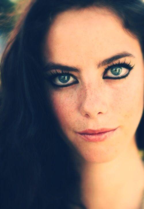 Smiley Girl Wallpaper Kaya Scodelario Skins Eyes