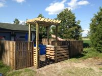I pinned it and made it!! Pallet fence with pergola arbor ...