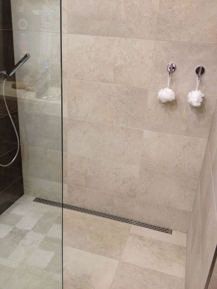 Design Dusche Functional, Simple Design. Curbless 12x24 Tile Shower