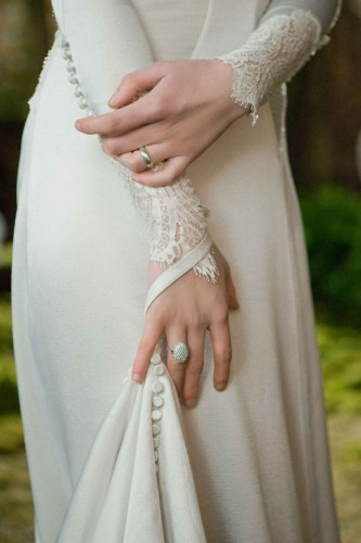 beautiful bands bella's wedding ring Bella Swan in the movie The Twilight Saga Breaking Dawn Part 1