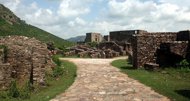 Entrance to the haunted Bhangarh Palace (in ruins now).