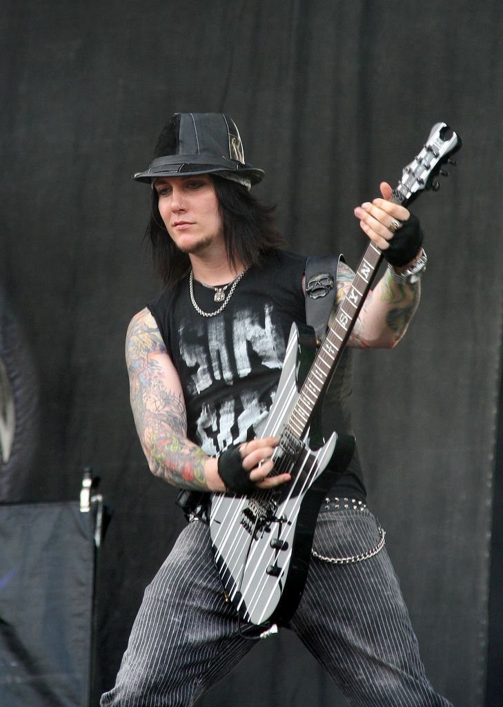 Wallpaper Girl Boy Friend 259 Best Images About Synyster Gates On Pinterest Christ