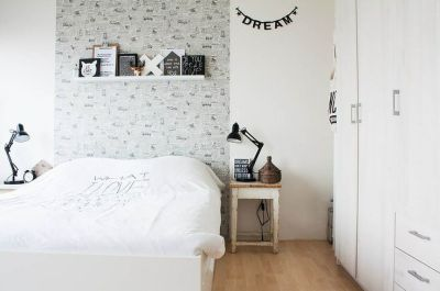 Wallpaper behind bed - removable decals? | Hong Kong Pad | Pinterest | Eclectic bedrooms ...