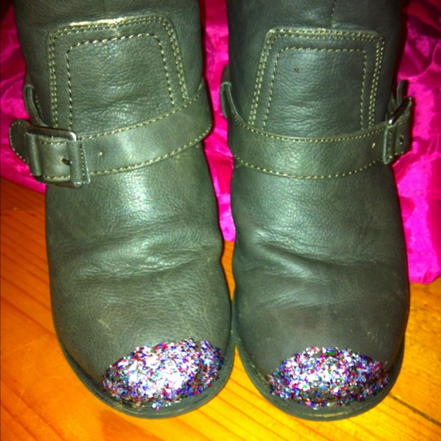Quick Fix For The Scuffed Toes Of My Daughters Boots Mix