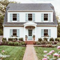 Best 25+ Blue shutters ideas on Pinterest   Siding colors ...
