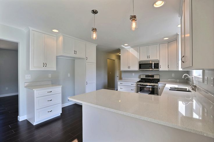 Kitchen With White Cabinets And Quartz Counter Tops (vc97) Mocha Floor Plan- Cabinet Style: Custom Mission