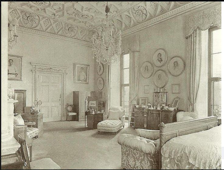 Buckingham palace bedrooms queen mary s bedroom at