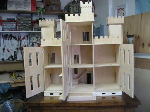 Pinterest Girls Kids Rooms With Wood Wallpaper Dollhouse Thornhill Castle 1 Quot Scale Castles Dollhouses