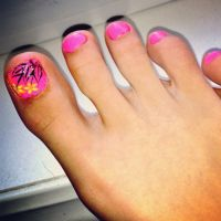 Toe-nail Design for summer time. Pink, flowers ...