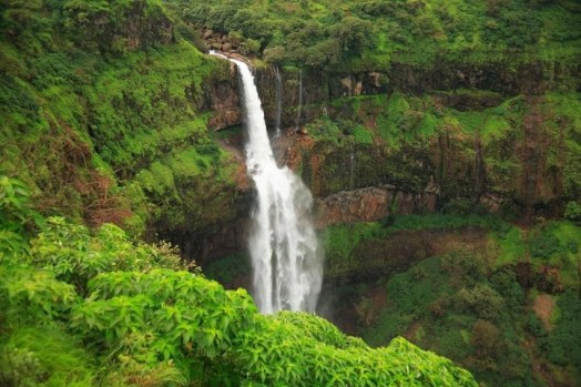Beautiful western ghats in monsoon - The Lingmala Waterfall is one of the most striking spots on the Mahabaleshwar-Pune road.
