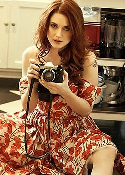 Pin Up Girl Hd Wallpaper Alexandra Breckenridge Famous People With Cameras