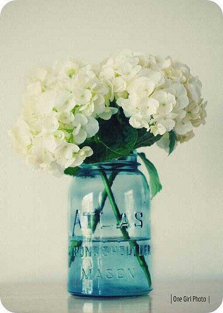 Mason jar centerpieces with daisies 1000 ideas about blue mason