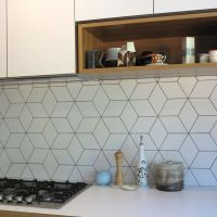Beautiful geometric tiled splashback, white kitchen ...