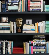 Best 25+ Arranging bookshelves ideas on Pinterest ...