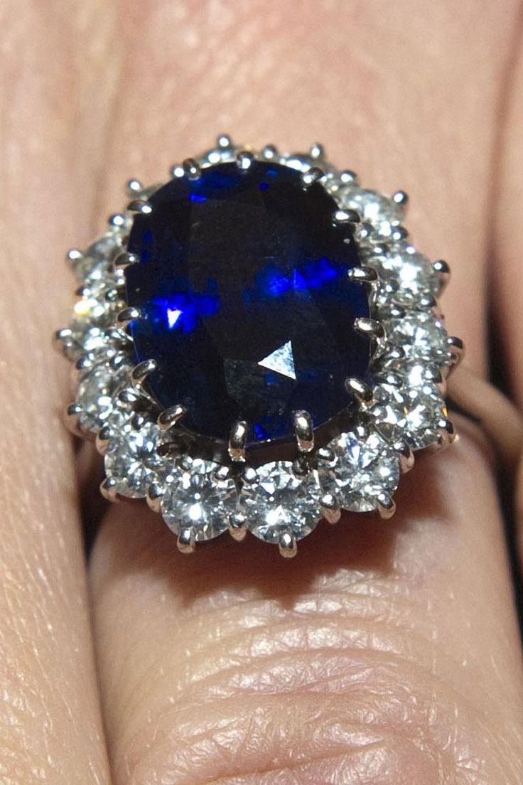 bagues royales safety wedding rings Royal Engagement Ring Kate Middleton s Ring Vogue com