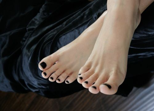 Black Toenail Polish Is My Workout Inspiration Right Now