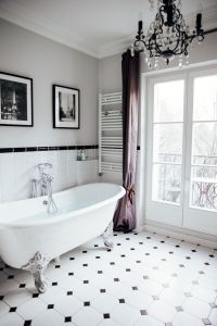 The most beautiful bathtub overlooking the Eiffel Tower ...