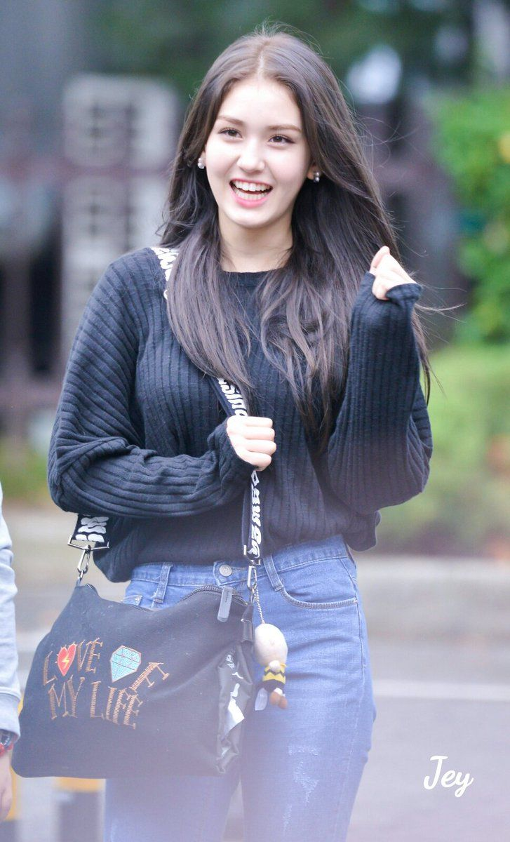 Pin Up Girl Wallpaper Jeon Somi From Reddit Pinterest