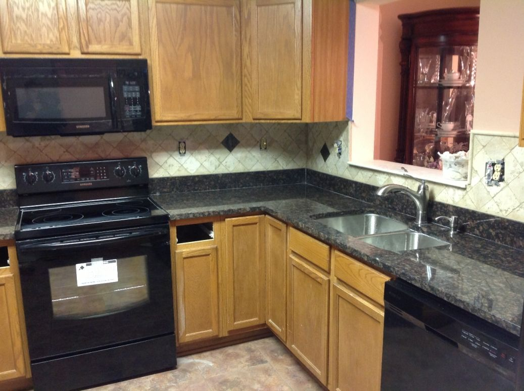 Best Backsplash For White Cabinets And Black Granite Black Countertop With Oak Cabinets Google Search