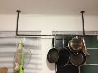 DIY pot and pan rack. So cheap and easy to make! Black ...