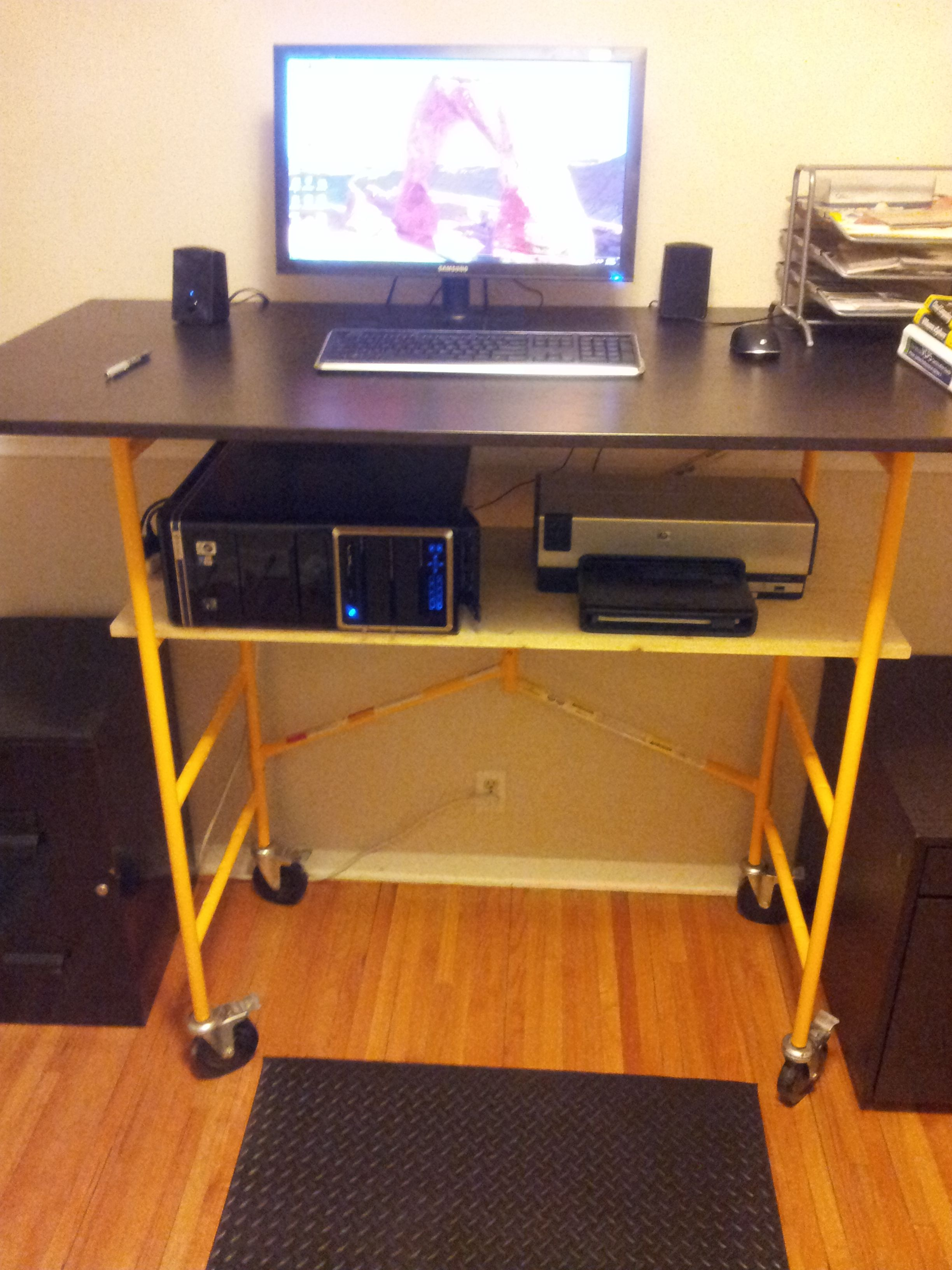 Diy Desktop Standing Desk Standing Desk Diy Office Pinterest Desks Building