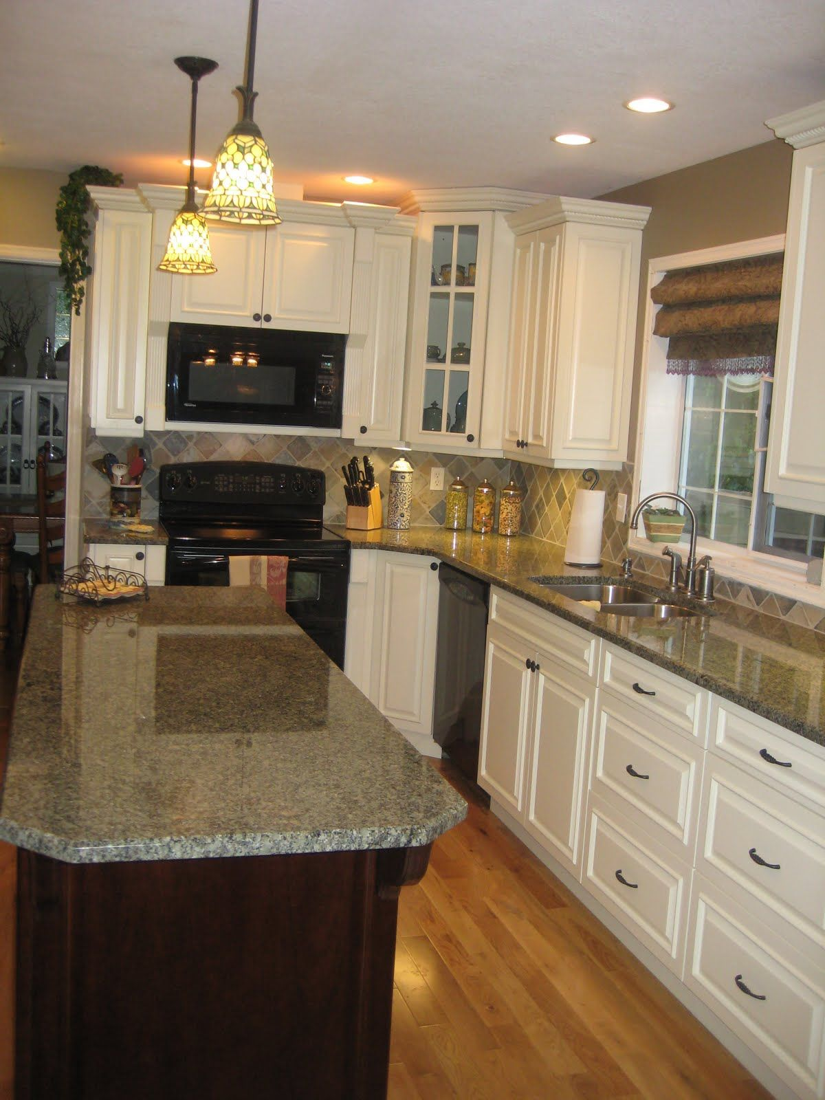 Dark Countertops With Dark Cabinets White Cabinets With Slate Backsplash This Is It Except I