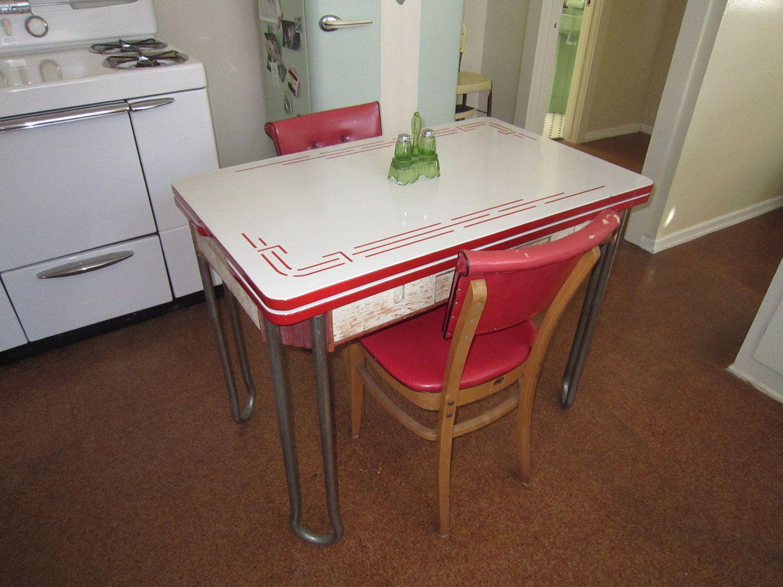 vintage enamel kitchen tables vintage kitchen tables Looks a lot like the kitchen table we used when I was growing up STREAMLINE