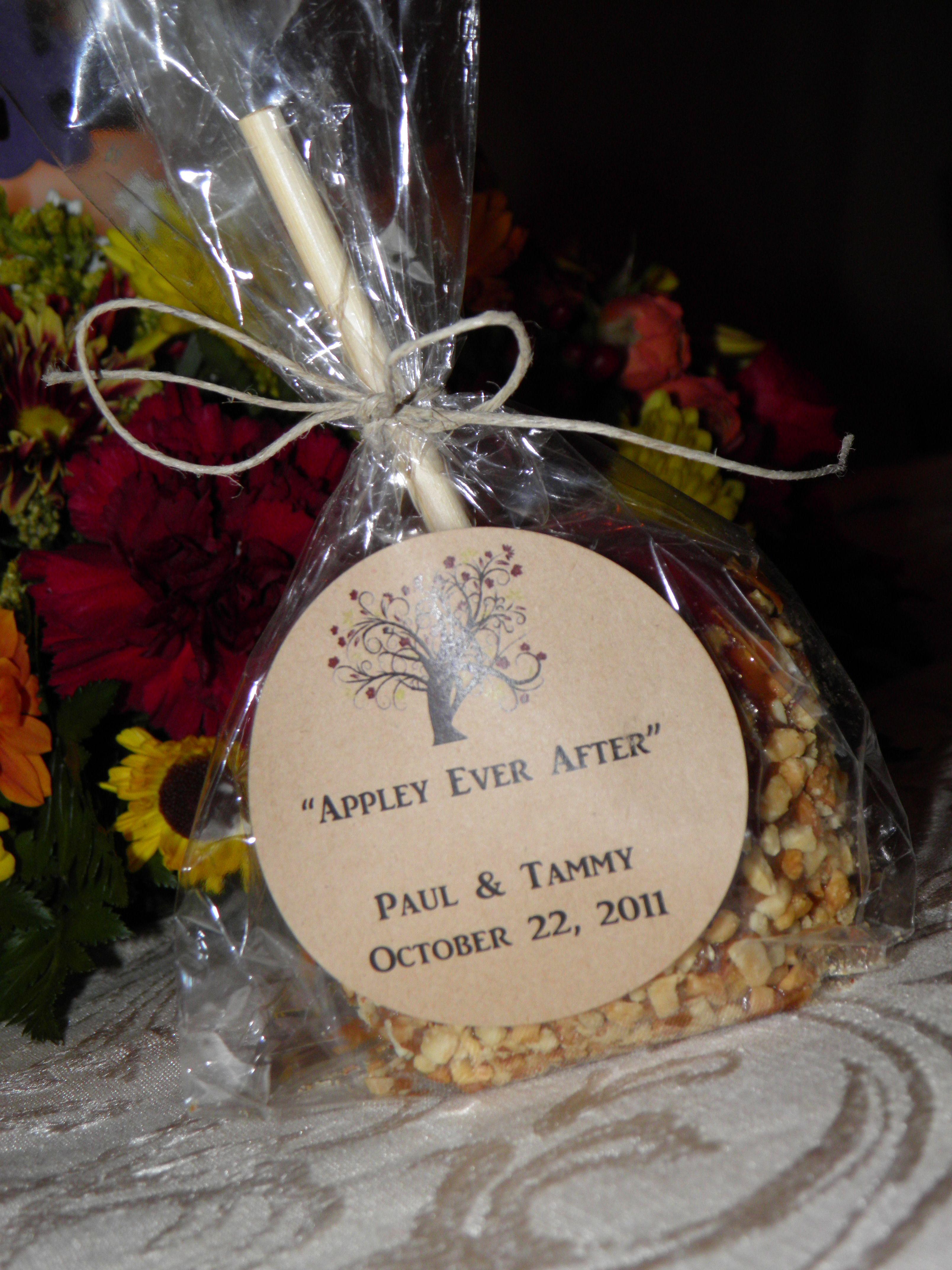 fall wedding favors Appley Ever After caramel apple wedding favors for a fall wedding Avery brown