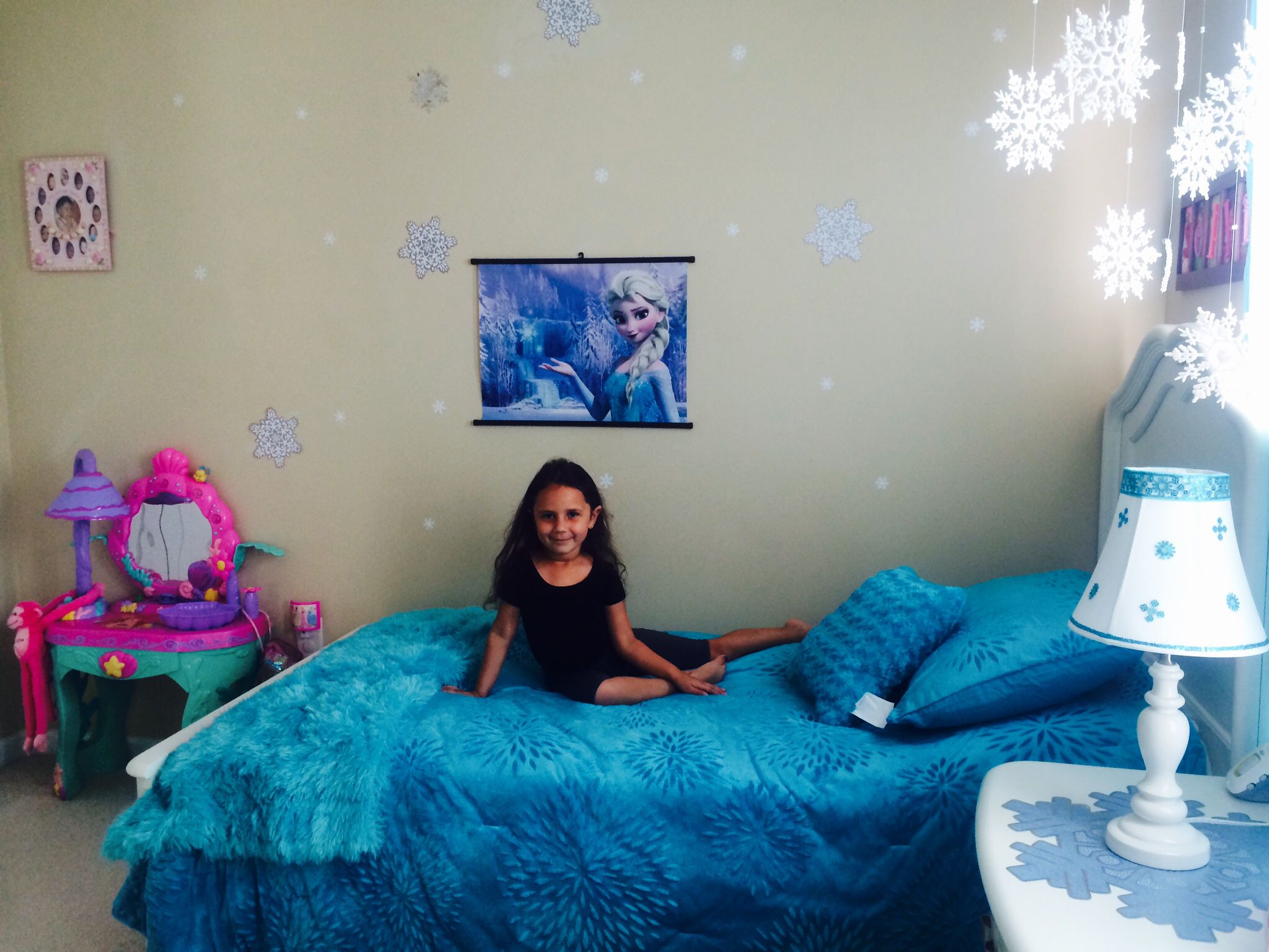 Frozen bedroom on a 60 budget