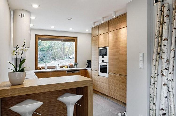 Küche in G-Form mit Halbinsel in Weiß und Holz Küche Pinterest - helle holzmobel trend naturliche wahl fur zuhause