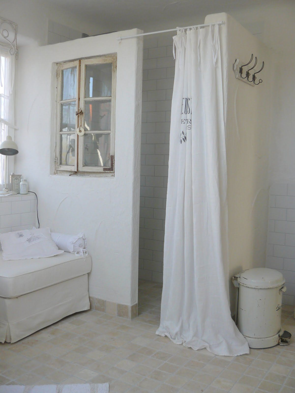 Bathroom Chalk Painted White Grey Chippy Shabby Chic Whitewashed Cottage French Country - Badezimmer Accessoires Shabby Chic