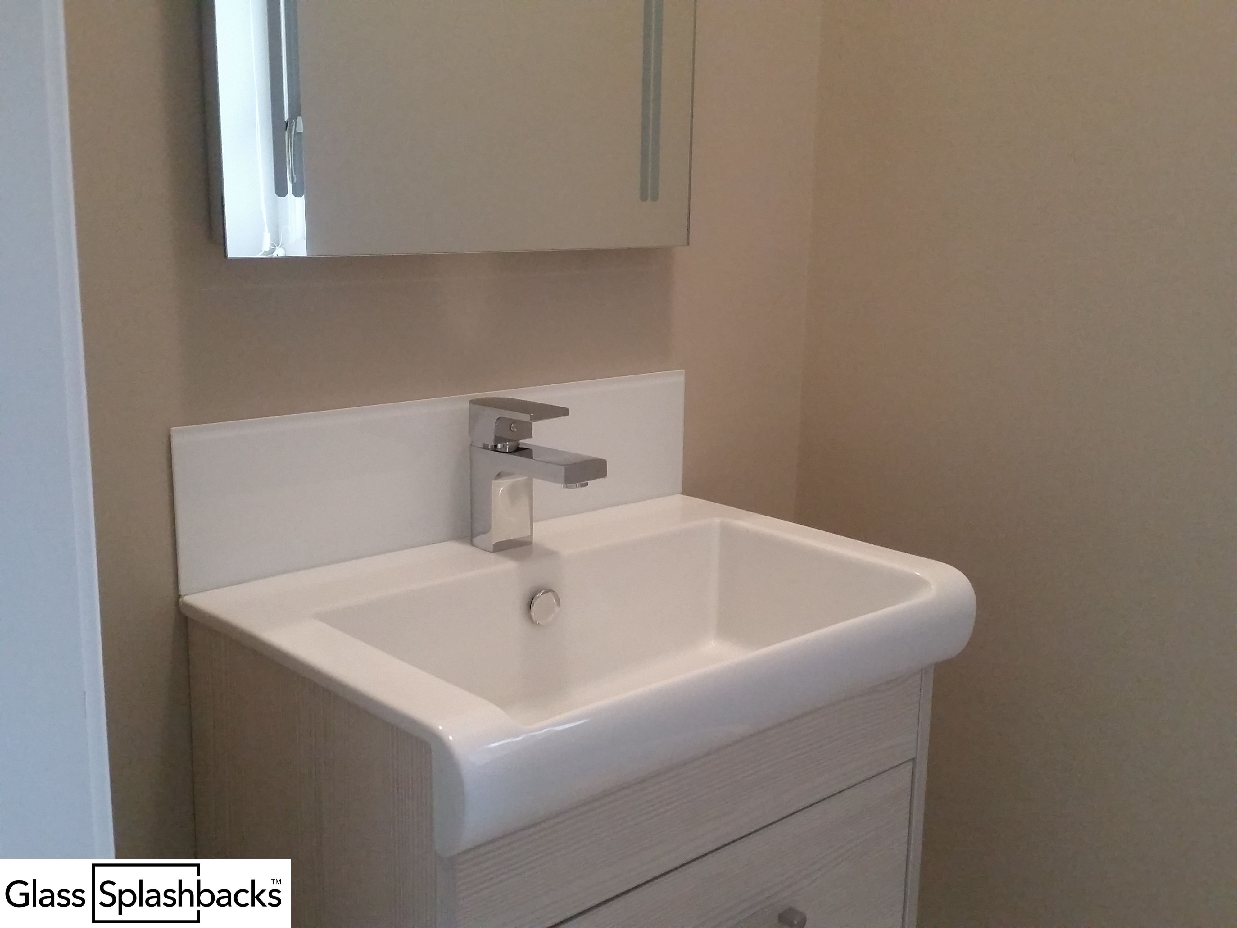 The perfect solution behind sinks glass splashbacks are inexpensive and easy to fit essentially