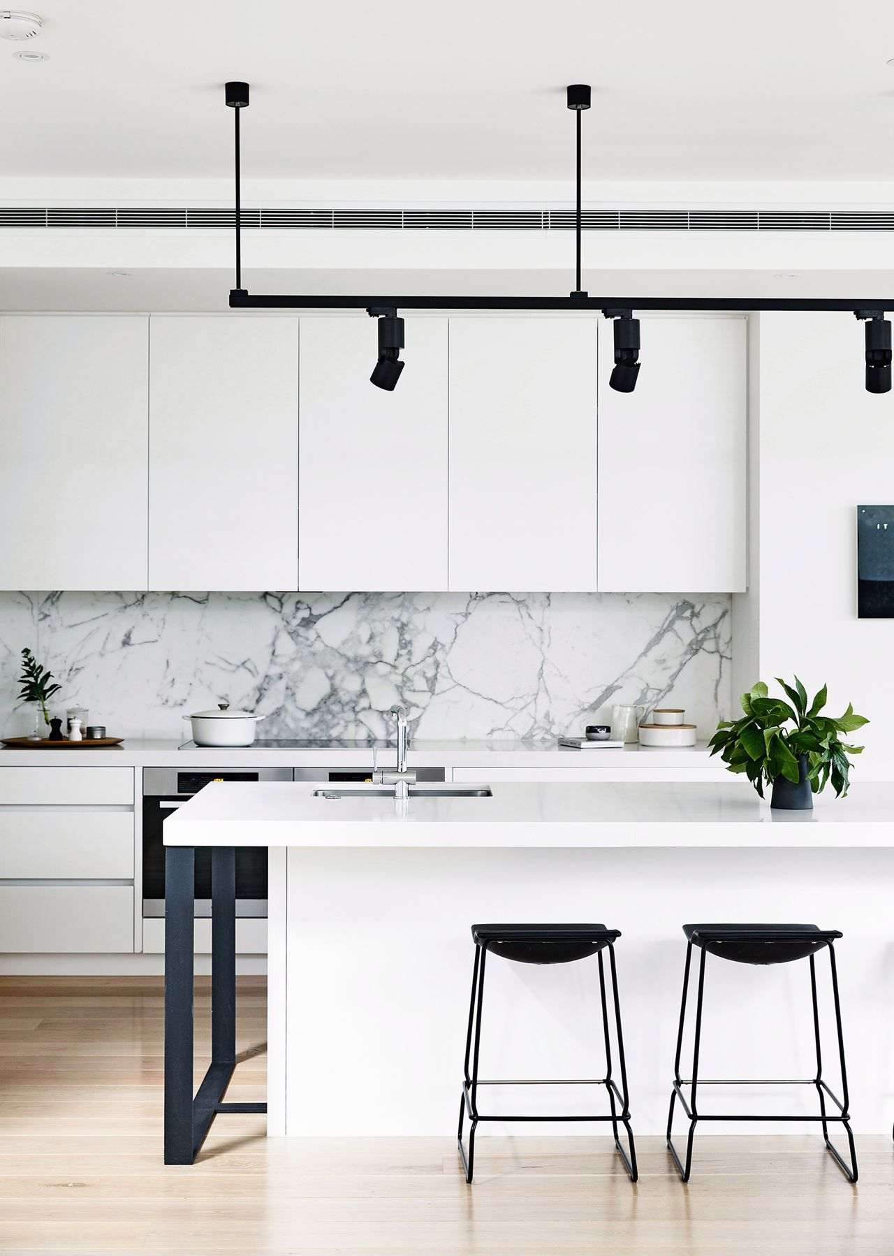 Grey Kitchen Benchtops 7 Kitchens With A New York City Vibe White Cabinets Bar
