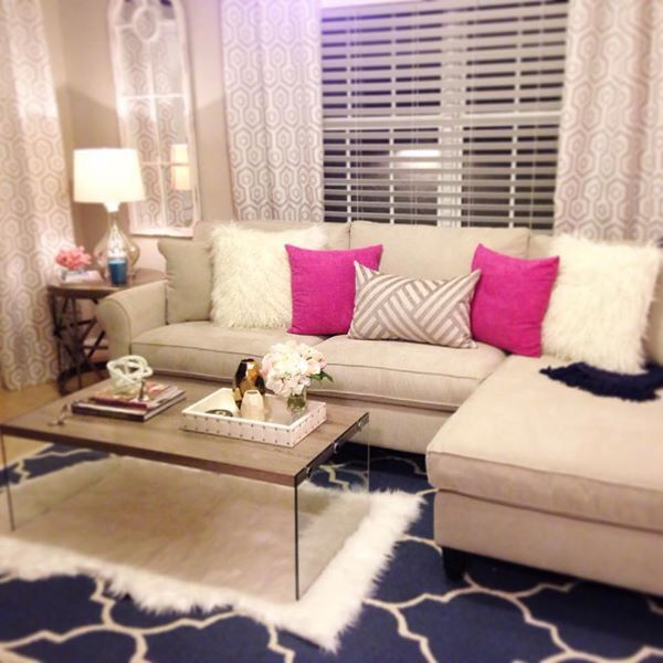 Living room I like the pink accent pillows Girly home decor - cute living room ideas