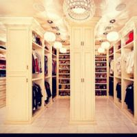 every girls fantasy... HUGE walk in closet! | Garderobe ...