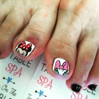 Disney nail art. Minnie Mouse nail art. Daisy Duck nail