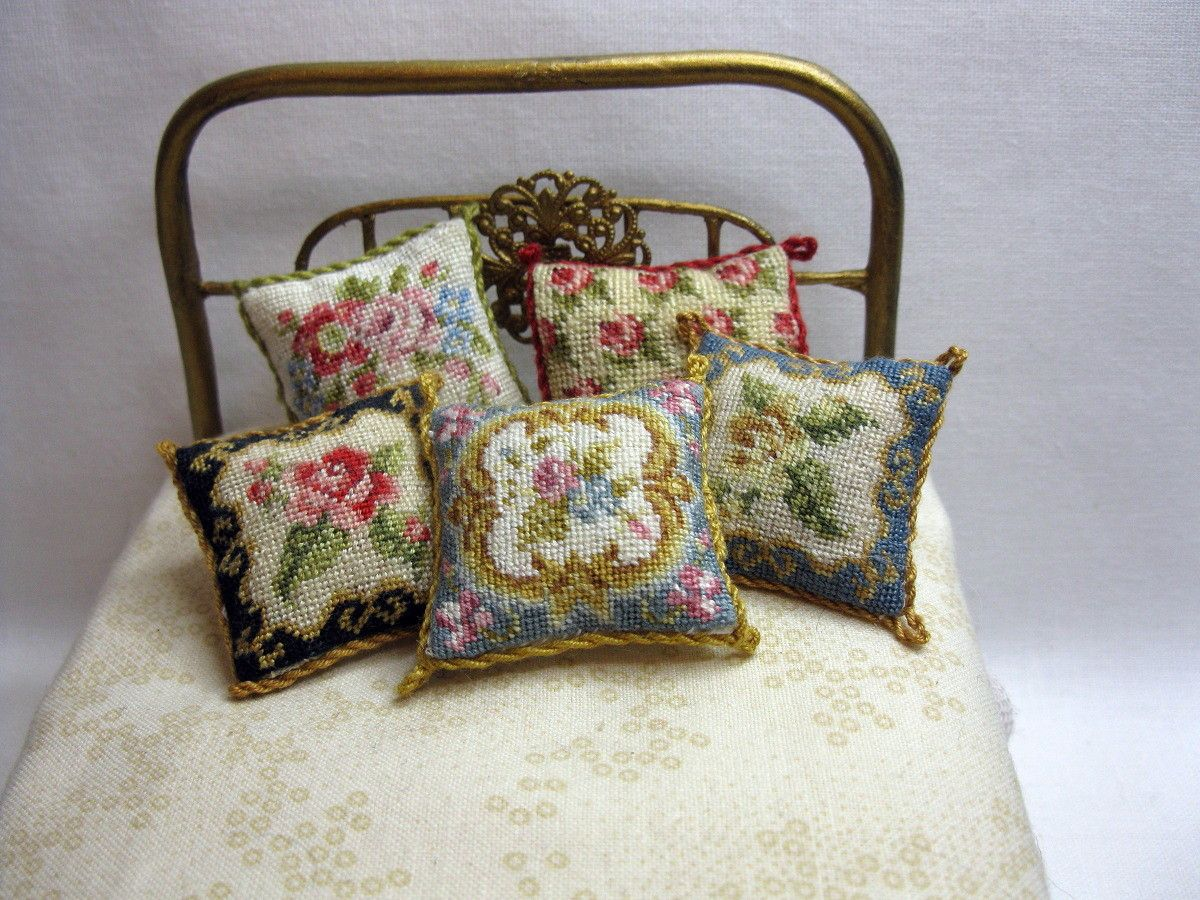 Alfombras Petit Point Nicola Mascall Petit Point Cushions Miniaturas