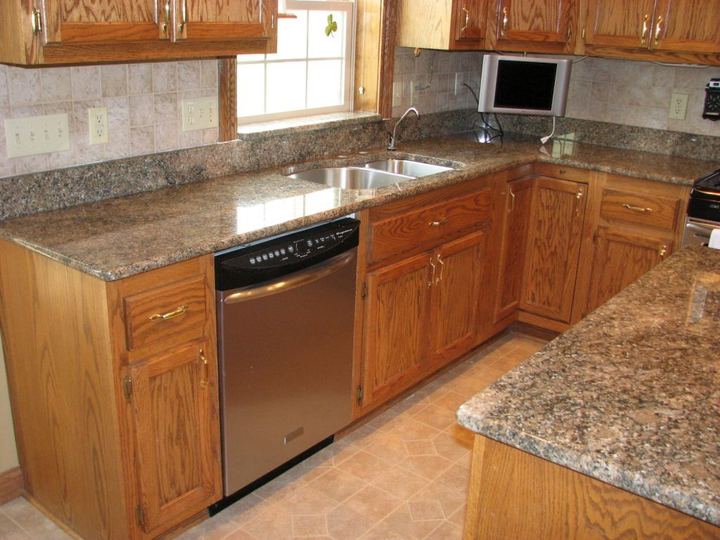 Preparing Cabinets For Granite Countertops Countertops With Golden Oak Cabinets Google Search