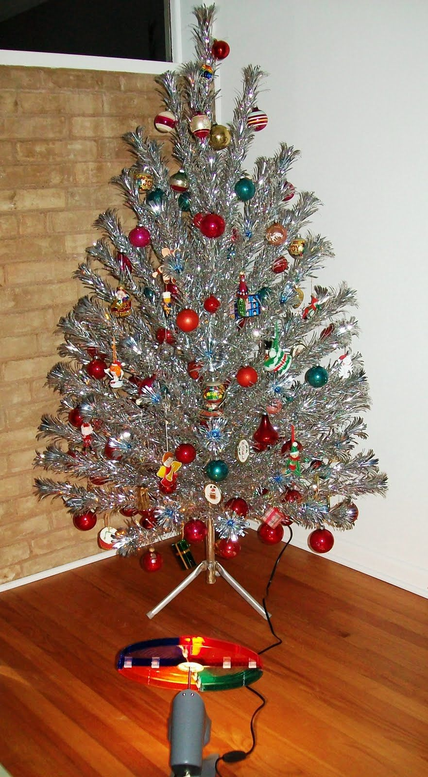 Aluminum tree and color wheel silver christmas
