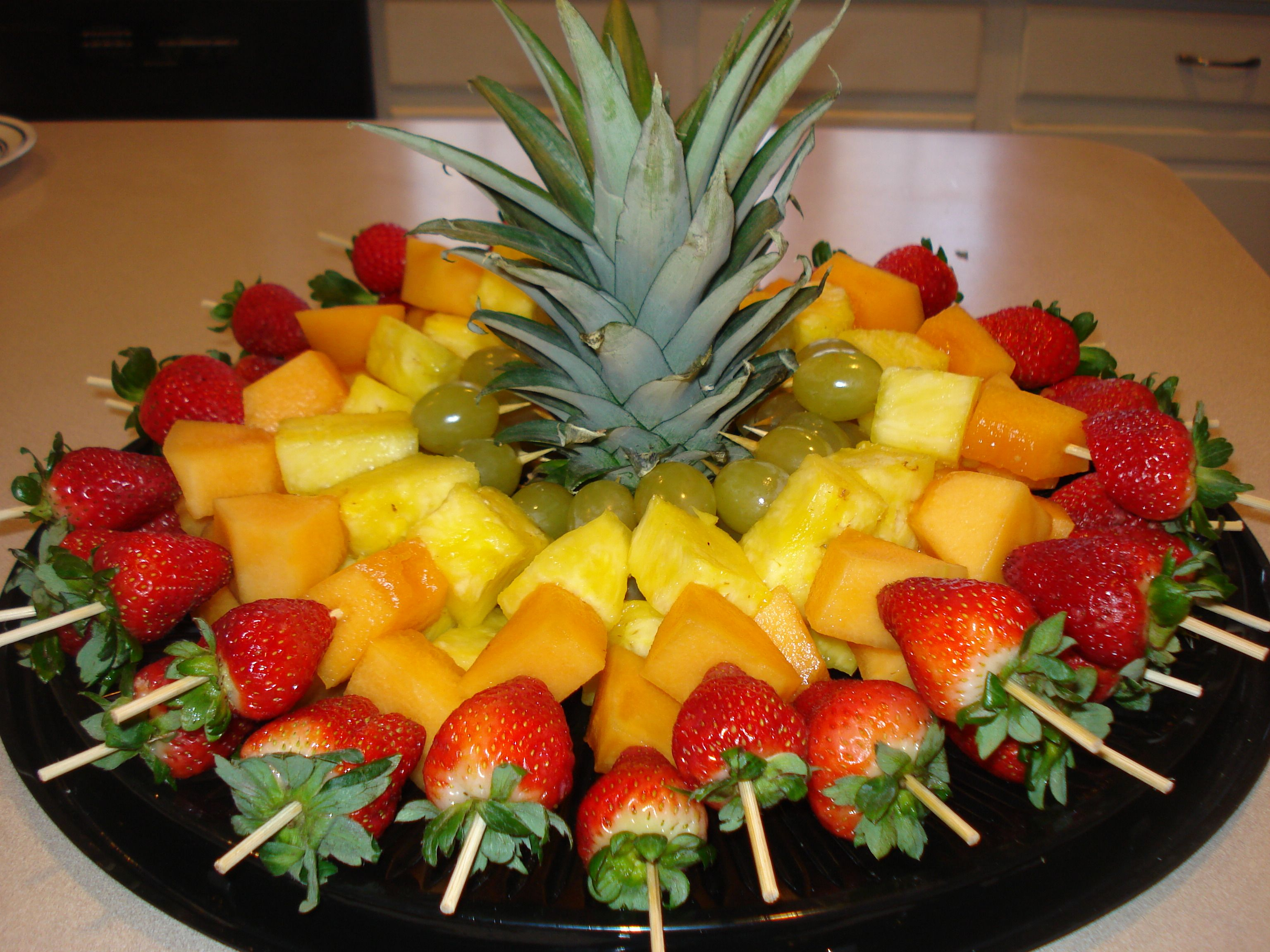 Obstplatte Kinder Fruit Skewers For A Party Cut Top Off Of Pineapple To